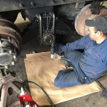 Montering av hjuloppheng med J-gun